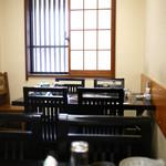 水たき 長野 - 店内 テーブル席