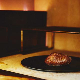 ~素材の良さを最大限に引き出す特注の肉窯~