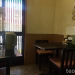 お手軽中華桃の木 - 店内は2人がけテーブルが何卓かあって、寄せて4人がけとかにもしてた