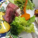 ピッコロ コーヴォ - 野菜のマリネ、ローストビーフ