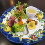ピッコロ コーヴォ - 前菜の盛り合わせ サラダ付き