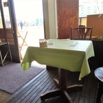 カタセ食堂 - 喫煙席