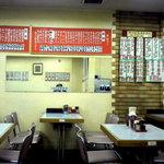 Chuukasobatamiya - 店内です、店内にもお品書きがどど~んと