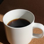 ピキニニ - ドリンク写真:ピキニニオリジナルブレンド有機栽培コーヒーと各種ラテをご提供しております。有機栽培コーヒーの味はとても優しくまろやかです。私たちは「人や自然に優しい」という当店のコンセプトに基づいた上で、「美味しいから」と言う理由で有機栽培コーヒーをご提供しております。