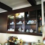 カフェ ド トレボン - 素敵なカップが並んでます