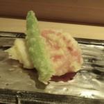 山沙商店すし芳 - ◆春野菜の天ぷら・・「熊本の塩トマト」「佐賀の筍」など。 塩トマトの天ぷらは初めて頂きますが、最後にトマトの風味が口の中に広がり面白い。