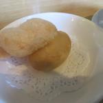 中国食彩館 龍の髭 - 揚げせんと蒸しパン