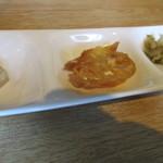 中国食彩館 龍の髭 - お粥の付け合わせ 豆腐の塩辛 揚げパン ザーサイ