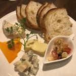 65981616 - 四種のチーズ盛り合わせ