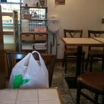 ラ ミシェット - 買い物袋と座ります(^_^)v窓の向こうはぎゅうとら