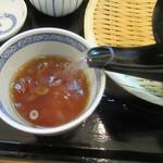手打そば 三咲 - 蕎麦湯を注ぐ