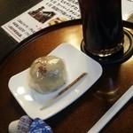65988129 - アイスコーヒーと「いも恋」のセット