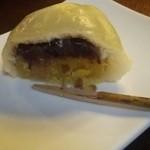 菓匠右門 - 中は餡子とさつま芋の2段。