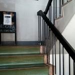 ESCRIBA - お店へ行く階段