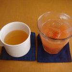 ラグラスリィ - リンゴジュースとレッドグレープフルーツジュース