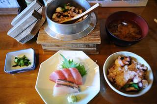 鴨鶴 - ランチの釜飯セット(たこ)