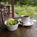 石窯パン工房 樹の実 - 「サラダ&ホットコーヒー」