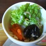 ジュリアン - 酸味の少ないプルーン入りのサラダ