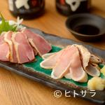 とりい - 料理写真:薩摩知覧どりをつかった刺身はニンニク・生姜醤油でどうぞ