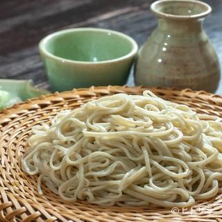蕎麦は十日町産。出汁には削りたての枕崎産の「鰹節」を使用