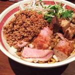麺屋ほぃ - 1704_麺屋ほぃ_ほぃの肉盛まぜそば@950円 3種の肉の共演