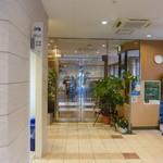 アズマヤ - ホテル内からの入り口