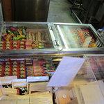 大砲ラーメン  - レジ横には「駄菓子」が・・・