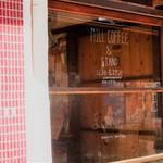 ミルコーヒー&スタンド - 小路の入口