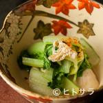 日本料理 TAKEMOTO - 牡蠣の風味と江戸野菜で仕立てた『牡蠣と芯取菜の煮びたし』