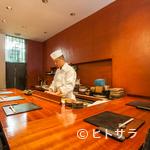 日本料理 TAKEMOTO - ゆったり食事が楽しめるラグジュアリーなカウンター