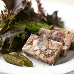 エピスカネコ - 『山口県祝島の放牧豚 ゼリー寄せと自家菜園のサラダ』