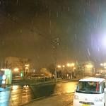 いろはにほへと - 店を出ると雪模様、正面に幣舞橋