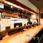 魚路 - 10人入れるカウンター席はお一人で寿司をつまむのにぴったり