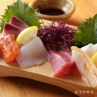 季節の魚介を余すところなく味わえる『造り三種盛り』