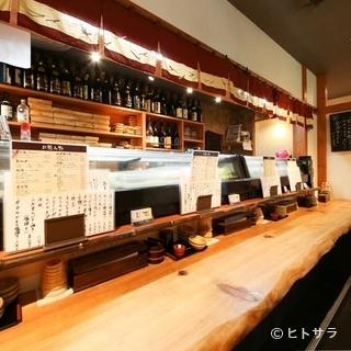 10人入れるカウンター席はお一人で寿司をつまむのにぴったり