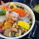 マルトモ水産 鮮魚市場 - スペシャル海鮮丼