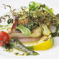 クラリタ ダ マリッティマ - 魚と野菜の両方を堪能できる『長井産 スズキのオーブン焼き 香草オイルソース地野菜添え』