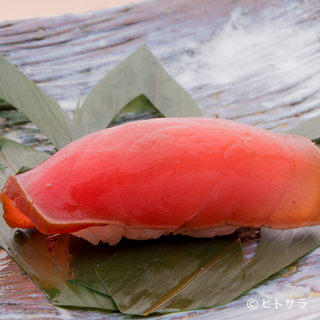 種類が豊富な沖縄産の『マグロの漬け』は、見た目も舌も大満足
