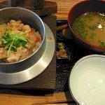 月の家 - 水郷鶏の釜飯(\780)
