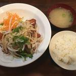 夢の郷 - 鶏の唐揚げ定食(ごはん少なめ!)650円