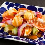 からんころん - ごろごろ野菜とアボガドの『エスニックシーザーサラダ』