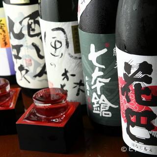 日本酒は、初心者向けから通好みのものまで取り揃えています
