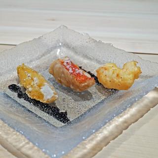 三谷 - ムラサキ雲丹、金目鯛、牡丹海老の天ぷら
