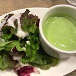 66032837 - クロックムッシュランチのサラダと豆スープ