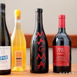 料理同様、ワインもゲストとの何気ない会話からチョイス