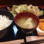 Yottekeichi - さがり鉄板の定食(@ ̄ρ ̄@)