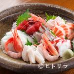 やまや - 料理写真:旬のお魚を日替わりの盛り合わせで『刺盛り(3人前)』