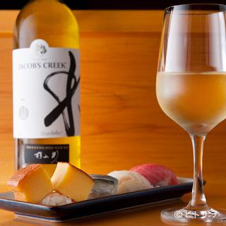 すっきりした白、熟成したブルゴーニュと寿司に合うワインも豊富