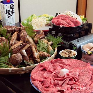 甘みが強く柔らかさが特長の近江牛と、全国から選りすぐりの松茸