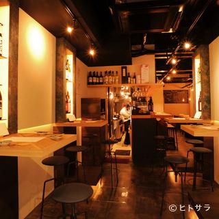 「日本酒と燻製のバル」で料理と会話を楽しむ